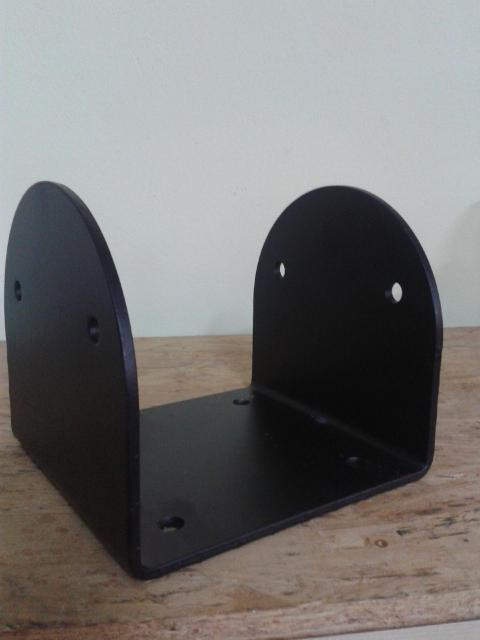 Porta pilastri a U 200x200x200 spessore.5 mm stondato nero Comail