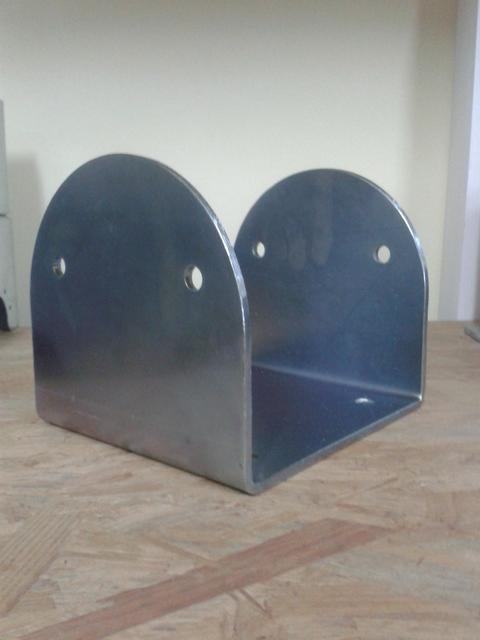 Porta pilastri a U 140x140x100 spessore.5 mm stondato Comail
