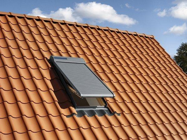 Finestre per tetto velux rosolini siracusa for Velux finestre per tetti piani