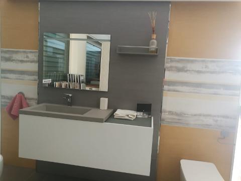 MOBILCRAB dal bianco al grigio dagli effetto legno all'effetto marmo,materiale in hpl Mobilcrab MOBILE COMPLETO IN ESPOSIZIONE