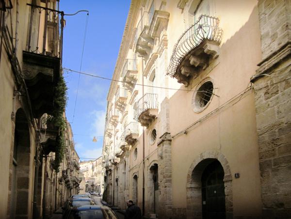 Appartamento in affitto a caltagirone catania via san for Case arredate in affitto a catania