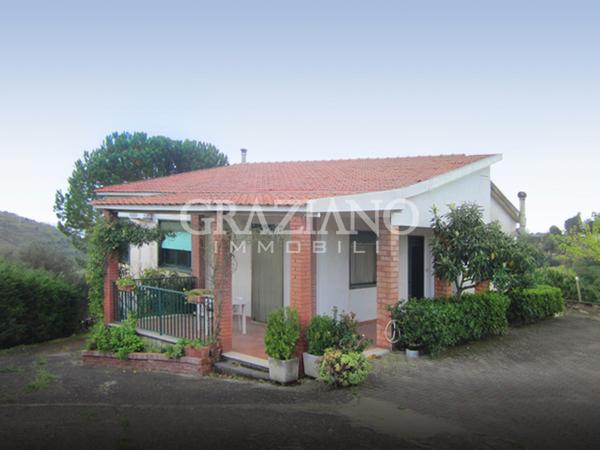 Casa singola in vendita a caltagirone catania via del for Ammobiliare casa