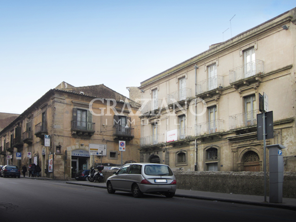 Appartamento in affitto a caltagirone catania via roma for Case arredate in affitto a catania
