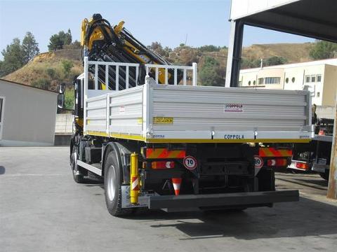 AUTOCARRO IVECO 180 28K CON GRU EFFER 225/5S+JIB 3S E CASSONE RIBALTABILE TRILATERALE COPPOLA