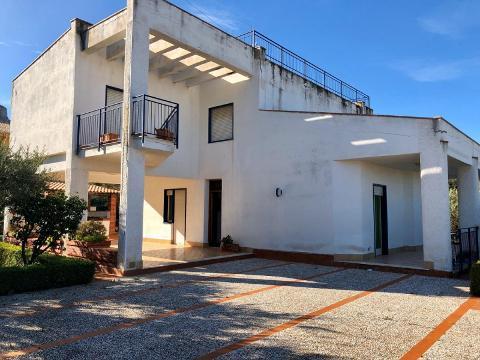 Villa in Vendita a Altavilla Milicia (Palermo)