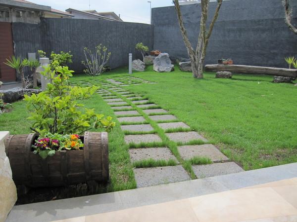 Basola segata cm 40x40x6 lavorata a puntillo belpasso catania - Pavimentazione giardino senza cemento ...