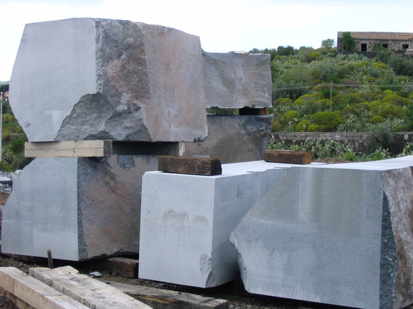 Blocco/masselli grandi dimensioni in pietra lavica - Belpasso ...