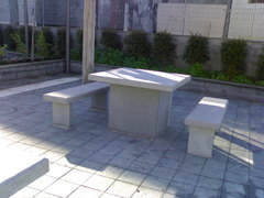 Arredo Urbano in pietra lavica, tavoli e panche in pietra lavica