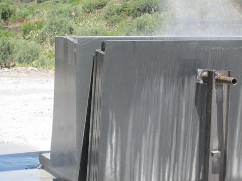Lastre grezze  in pietra lavica vari spessori