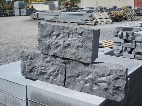 Bolognino segato in pietra lavica