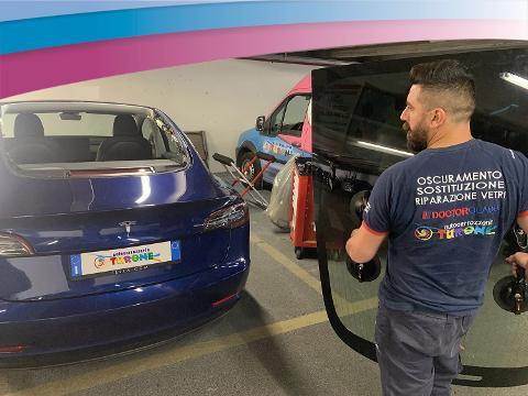"""Sostituzione lunotto: anche i clienti """"Tesla"""" scelgono Turone!"""