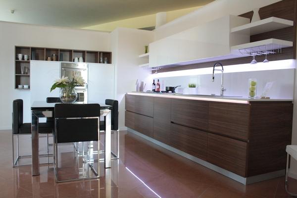 Cucina Laccata Lucida e Noce Canaletto Chiaramonte Ragusa ...