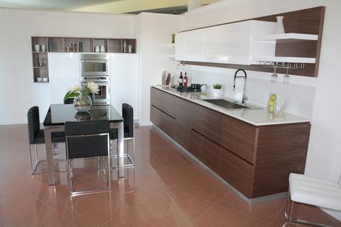 Cucina Laccata Lucida e Noce Canaletto Chiaramonte Ragusa Sicilia Mobilificio Casmene Noce Canaletto e Laccato Lucido