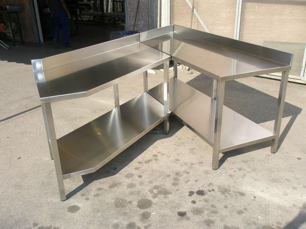 Tavoli armadi pensili in acciaio inox etnainox srl for Arredamento acciaio inox
