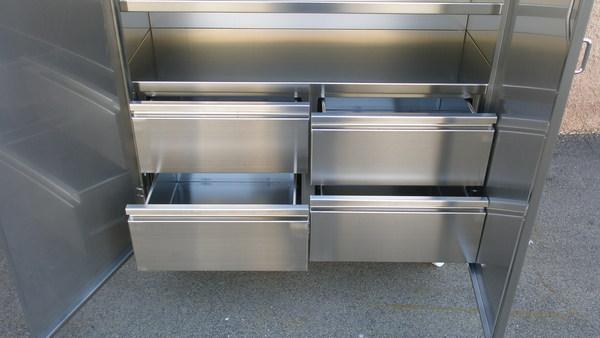 Armadi in acciaio inox per settore ospedaliero etnainox for Arredo inox srl