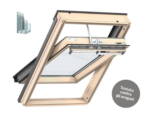 Finestra INTEGRA SOLARE a bilico manuale con finitura in legno naturale TRIPLA PROTEZIONE solare VELUX GGL 308630 certificata contro gli uragani e bombe d'acqua