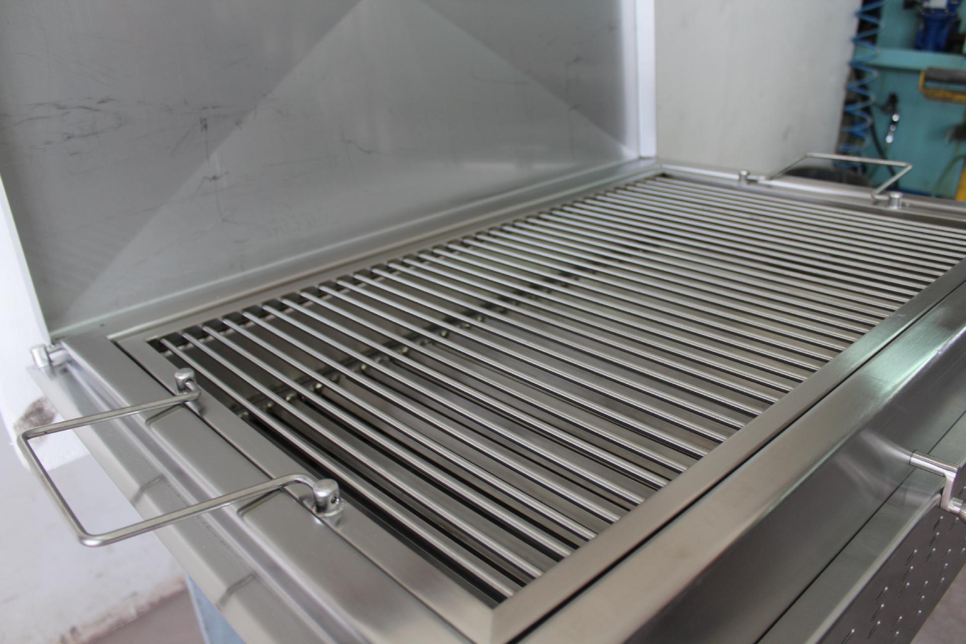 Barbecue in acciaio inox aisi 304 con griglia alcamo for Griglia per barbecue bricoman