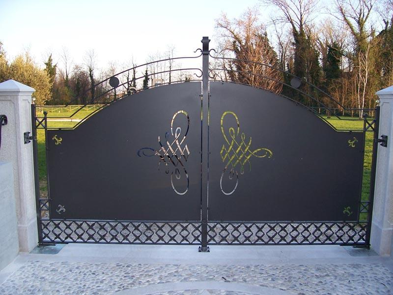 Cancello in ferro zincato a battente alcamo trapani for Foto cancelli scorrevoli in ferro