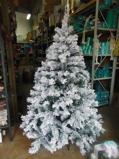 Albero Natale H 150 Etna Innevato  con 680 rami