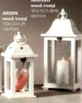 Lanterna con foro  H 29 base 13,85x13,5 in legno e metallo