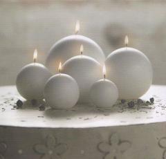 Candela a sfera bianca o avorio bianca e avorio in 2 misure