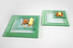 Piatto in vetro   con bordo verde