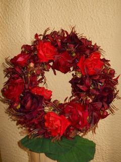 Coroncina fiorita Rose rosse