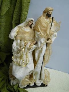 Natività H 58 vestiti in tessuto su base  legno