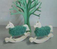 Cavalluccio Dondolo in legno e lana Tiffany
