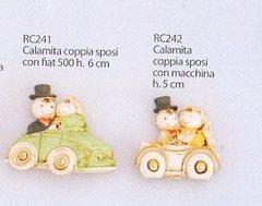 Coppia sposi in auto con calamita in 2 misure - Sconti per Fioristi e Aziende