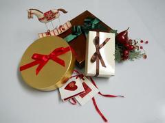 Fiocchi x 50 in raso rosso H 9  con adesivo - Sconti per Fioristi e Aziende