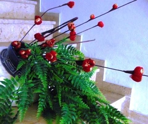 Ramo Blossom Rosso H 120 con foglie skelet per fioristi e wedding
