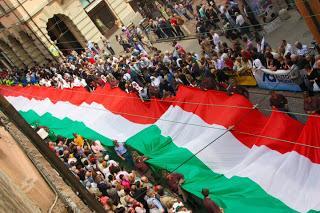 Bandiera tricolore in taffetà vendita al metro - Sconti per Fioristi e Aziende