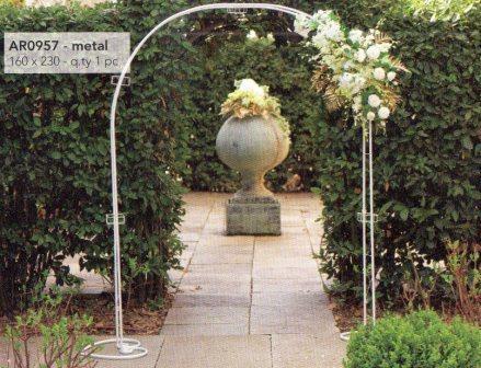 Arco semplice con cuori H 230 x 160 in ferro bianco - Sconti per Fioristi e Aziende