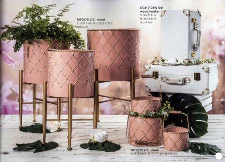 Alzate, Secchielli e Valigie in metallo rosa decorati oro