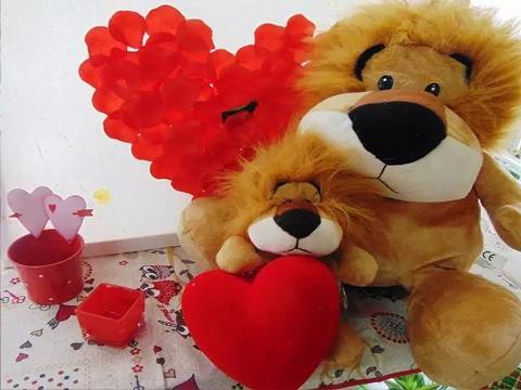 Peluches Leone con cuore vellutato Articolo per S. Valentino - Sconti per Fioristi e Aziende