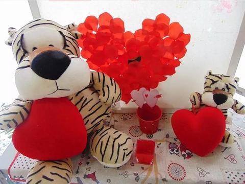 Peluches Tigre con cuore vellutato Articolo per S. Valentino - Sconti per Fioristi e Aziende