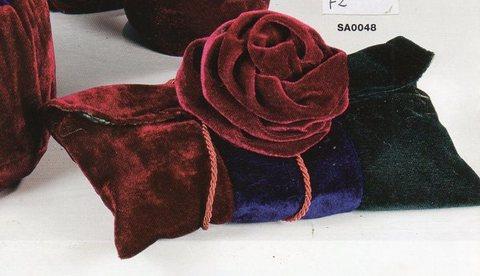 Busta velluto con rosa  Cm. 24 x 14