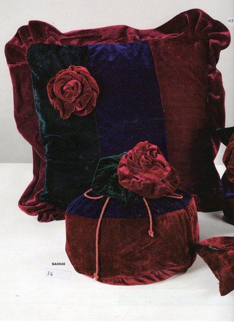 Copri cuscino in velluto tre colori Articolo per S. Valentino - Sconti per Fioristi e Aziende