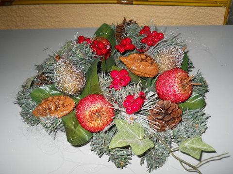 Coroncina Pino  con frutta ghiacciata - Sconti per Fioristi e Aziende