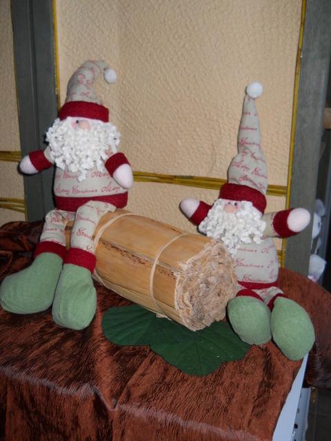 Babbo Natale Seduto H 50 gambe lunghe  - Sconti per Fioristi e Aziende