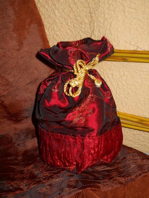 Sacchetto Lamè Bordeaux Ricamato in 2 decori