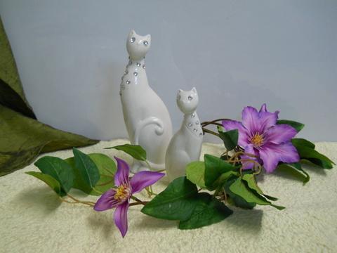 Gatto in porcellana  bianca con strass in 2 misure