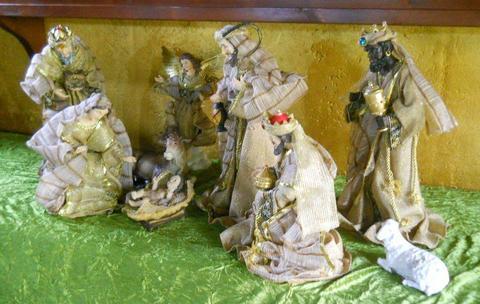 Natività con 10 soggetti alti cm. 41 Vestiti in Organza e Juta