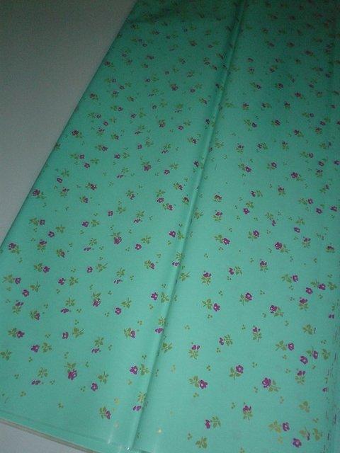 Fogli cellofan laccati  stampati a fiorellini cm. 75 x 100