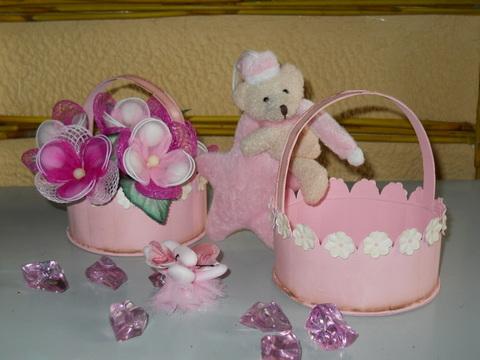 Cestino in latta rosa decorata a fiori