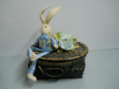 Coniglietto celeste seduto