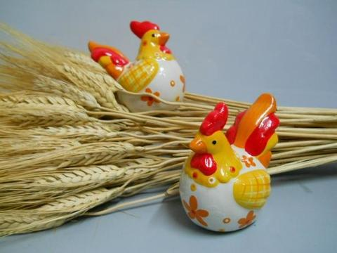 Gallo e gallina a coppia in terracotta smaltata e decorata per fioristi e wedding