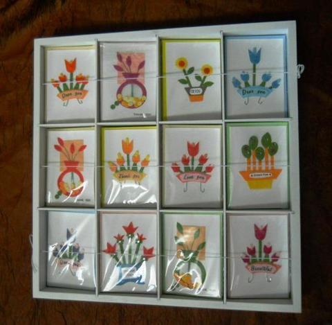 Bigliettini x 120 in Espositore legno decorati motivo fiori per fioristi e wedding