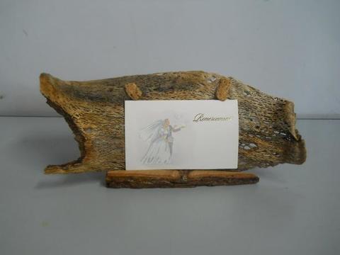 Segnaposto in trama di fico d'india su legno cm. 30 x 15 - Sconti per Fioristi e Aziende